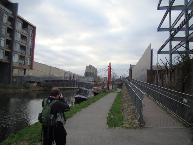 Looking along the Hertford Union Canal towards Bow