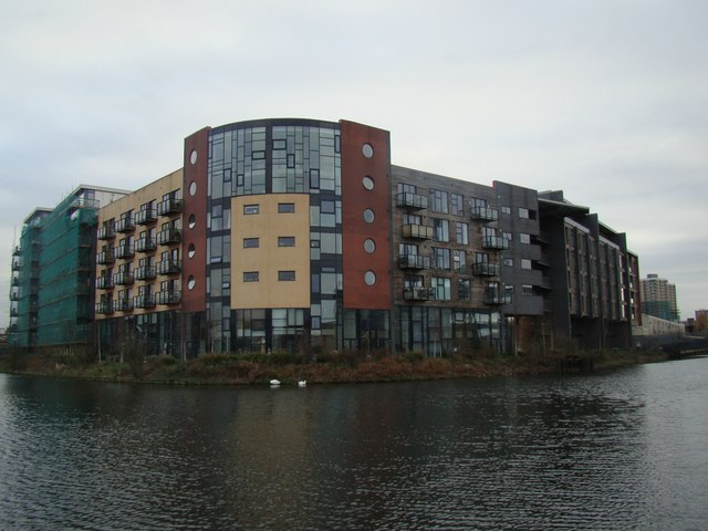 New flats at the Lea/Hertford Union Canal confluence #3