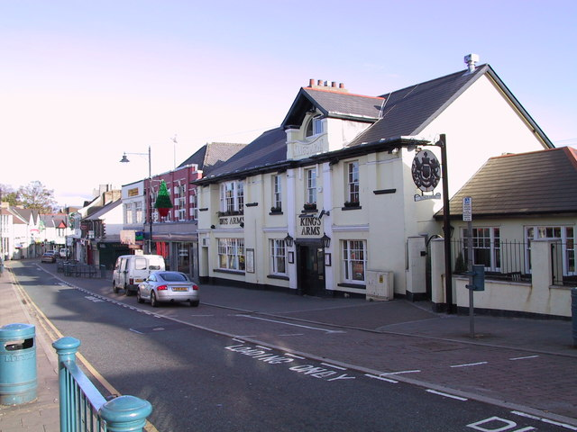 The Kings Arms in Caerphilly Nov 2001 Cardiff Road