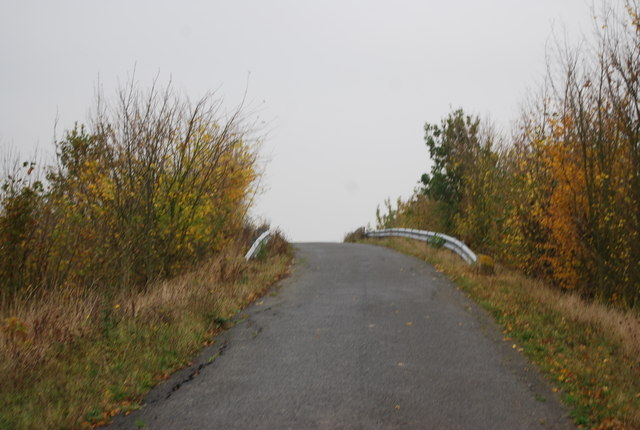 Cycle Route 1 crossing the A299