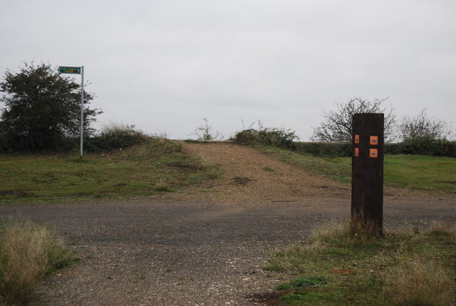 Trail indicator and footpath signpost, Cliffe Pools Nature Reserve