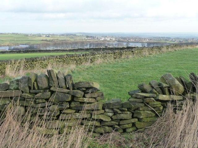 Dry stone walls on Ingbirchworth Moor