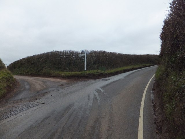 Road junction on Newte's Hill