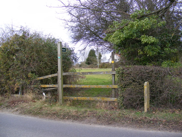 Footpath to the B1118 Wilby Road