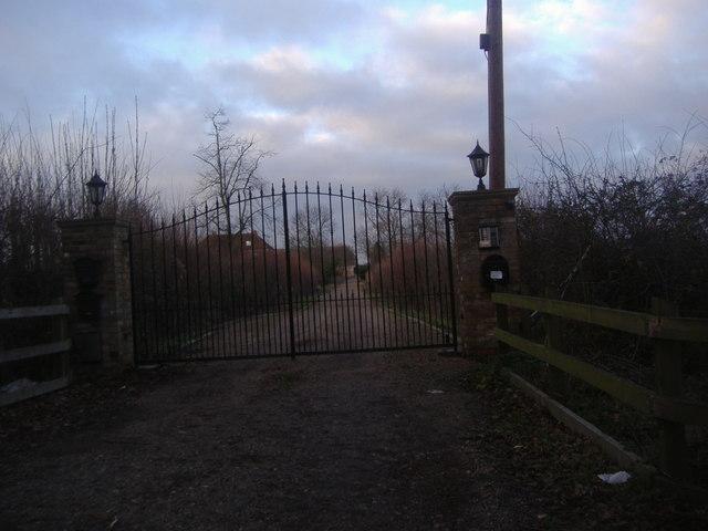 Entrance to house, Whitewebbs Lane