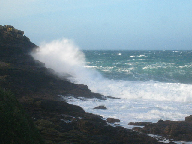 Waves breaking on the foot of Pedn-men-du