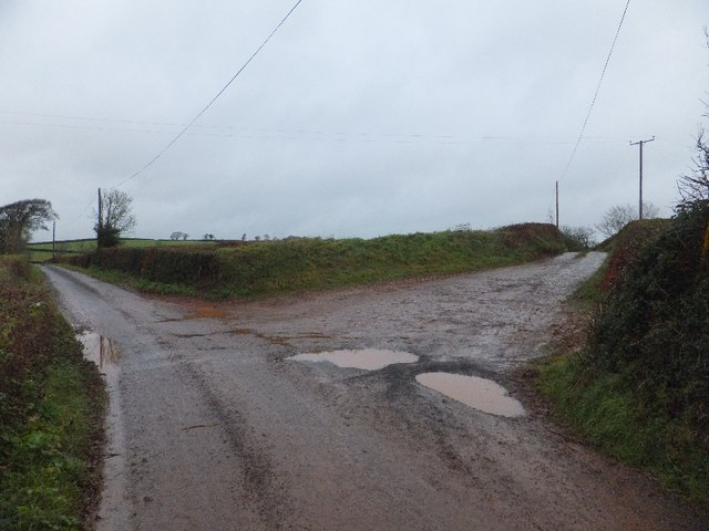 Access road to Henbere Farm