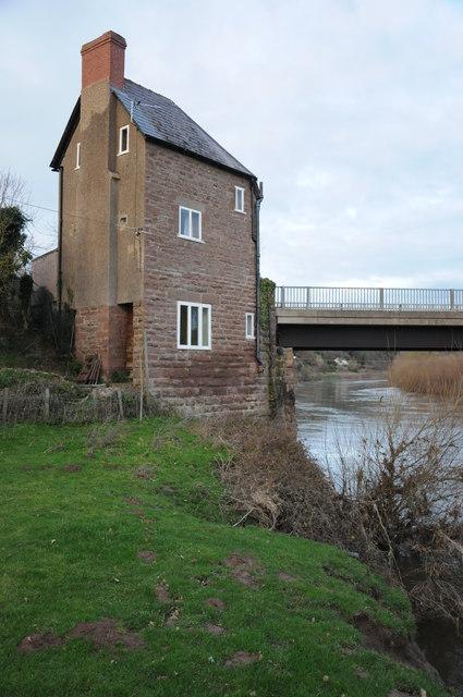 Former tollhouse, Hoarwithy Bridge