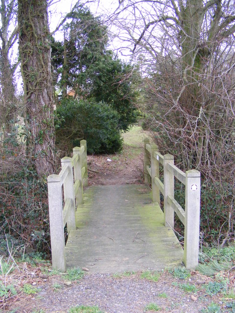 Footbridge to Stradbroke Cemetery