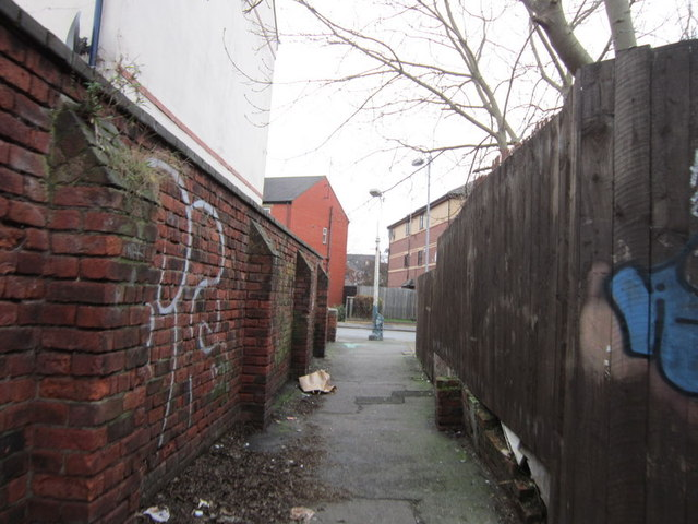A passageway leading to Louis Street