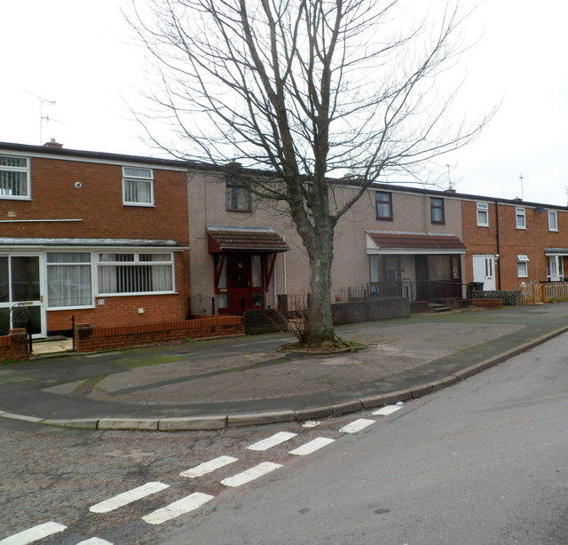 Cwmbran : Turberville Road houses on the corner of Llandaff Green