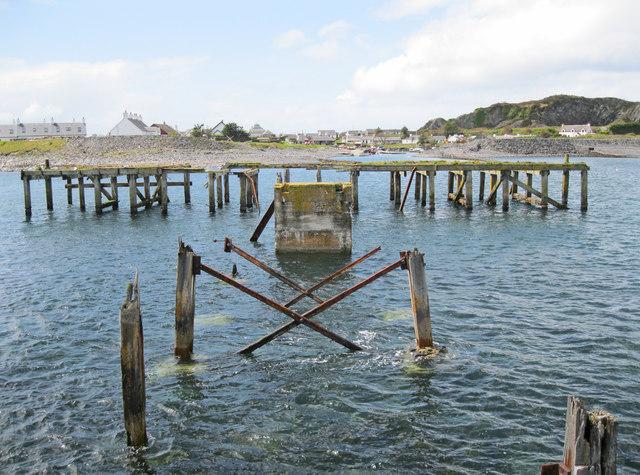 Disused pier at Ellenabeich