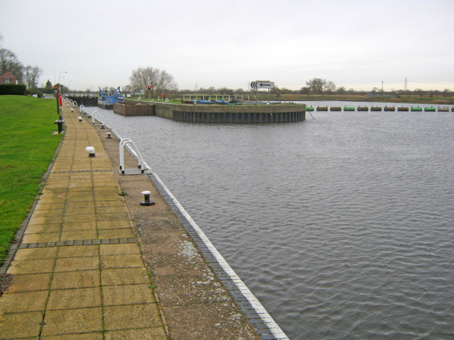 Approaching Cromwell Lock