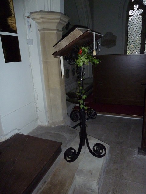 St James's, East Tisted- Christmas displays (g)