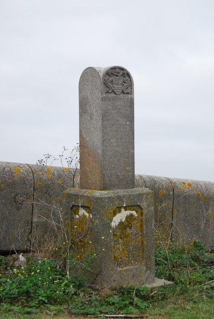 Obelisk, Lower Hope Point