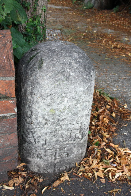 Defaced milestone with benchmark, Woodstock Road