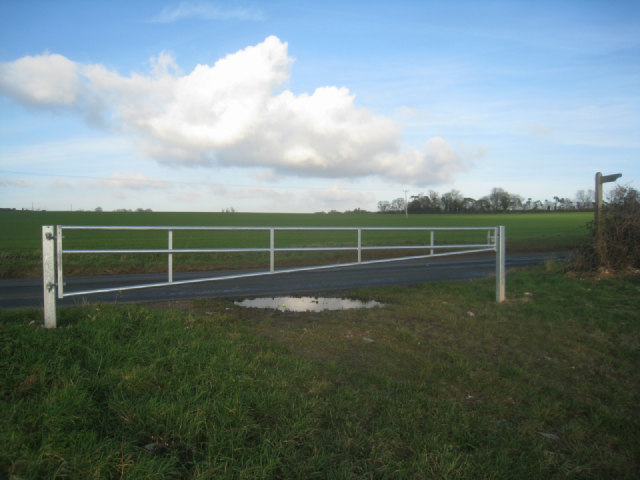 Footpath south of Worting Road