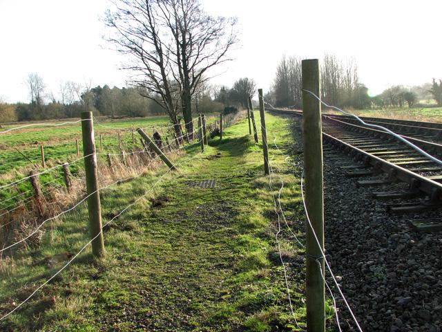 Footpath along the railway lane