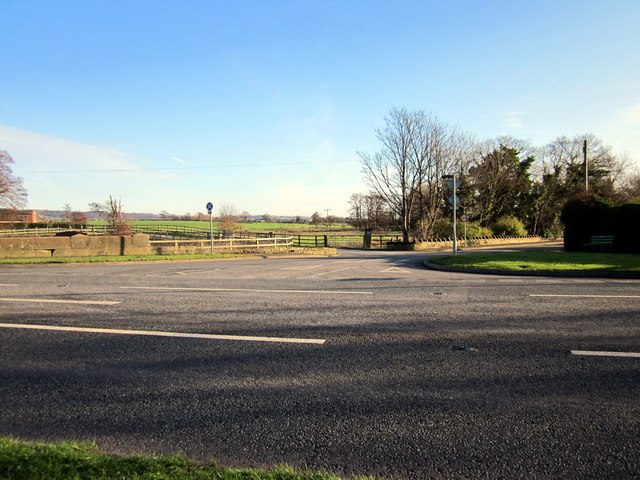 Road junction on the A54 (Kelsall Road)