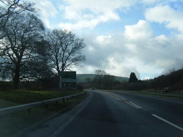 A494 near Tafarn-y-Gelyn