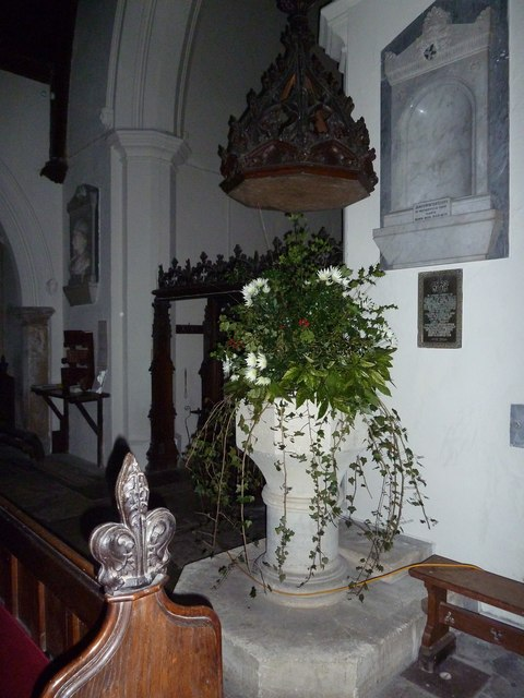 St James's, East Tisted- Christmas displays (l)