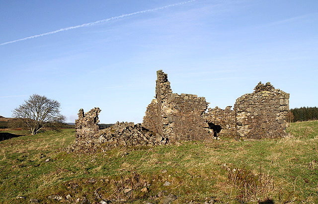 A ruined building at Pyot Knowe