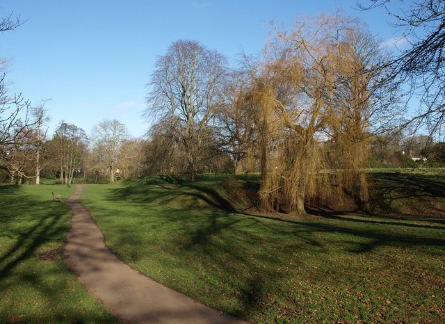 Path through The Byes