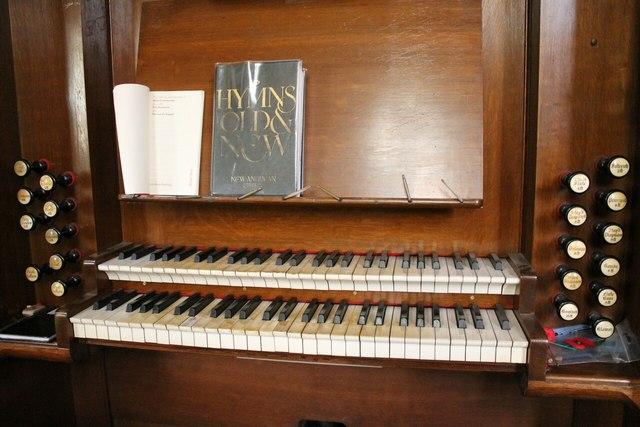 Organ console, Donington church