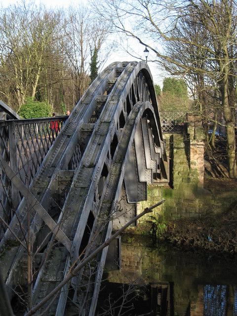 Derby - Handyside Bridge - ironwork detail
