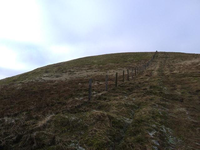 Fence leading to Hartfell Craig
