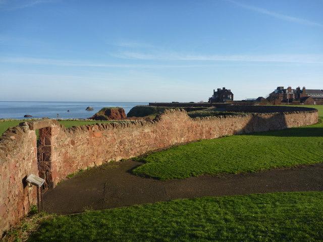 Coastal East Lothian : Boundary Wall, Dunbar Clifftop Walk