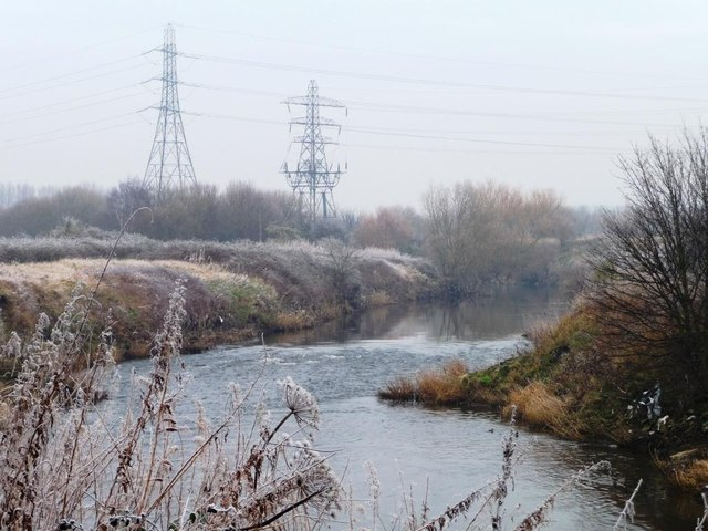 Power lines crossing the Aire