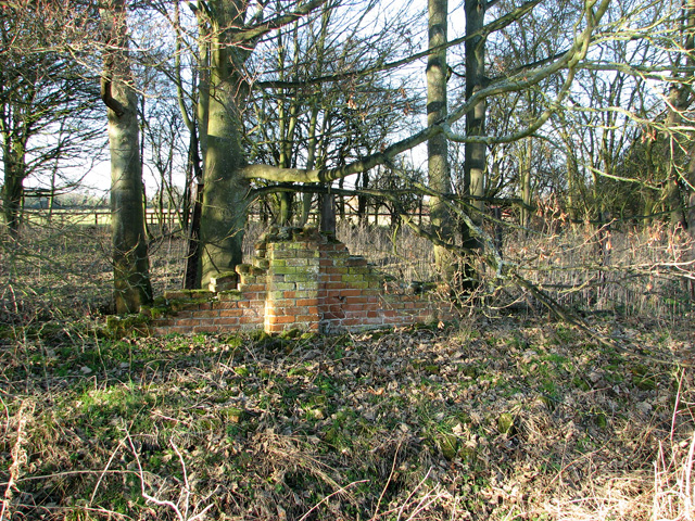 A small section of crinkle-crankle wall, Easton