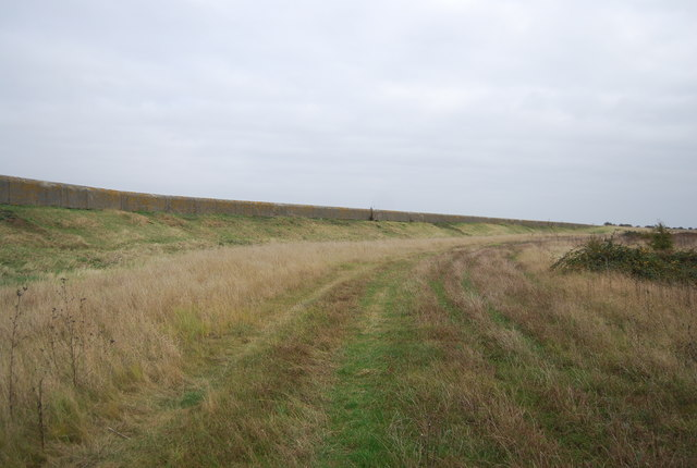 Footpath along the edge of Cliffe Marshes
