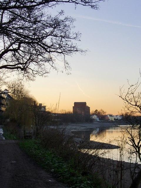 Mortlake riverside at dusk, low tide (1)