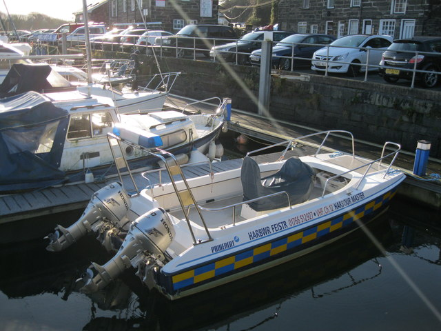 Cwch yr harbwr feister - Harbourmaster's launch