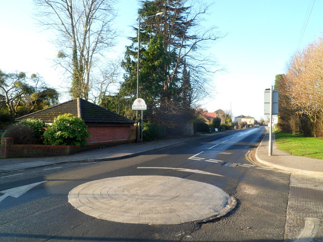Mini-roundabout at the SE boundary of Stonehouse