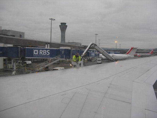 Gantry for aircraft anti-icing treatment