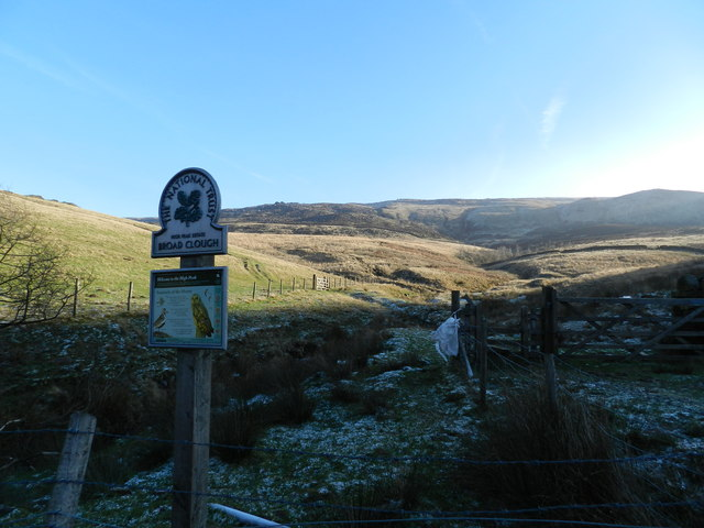 National Trust sign at foot of Broad Clough