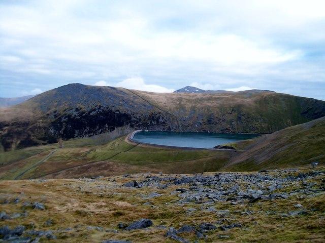 Marchlyn Mawr Reservoir from the summit plateau of Elidir Fach