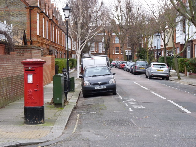Bath Road | Lonsdale Road postbox (ref. W4 40)