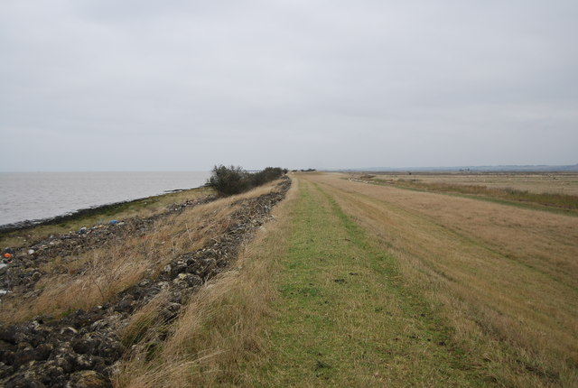 Footpath between the marshes and the estuary