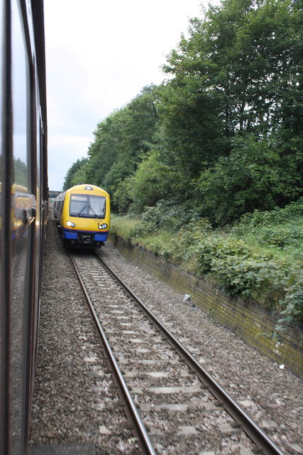 DMU northeast of Upper Holloway Station