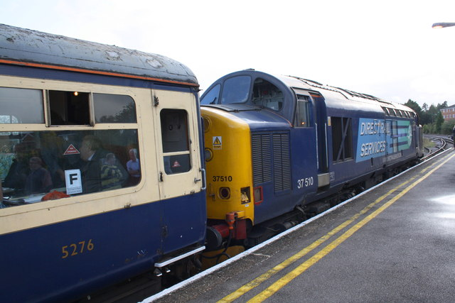 Charter train pauses in Aldershot Station