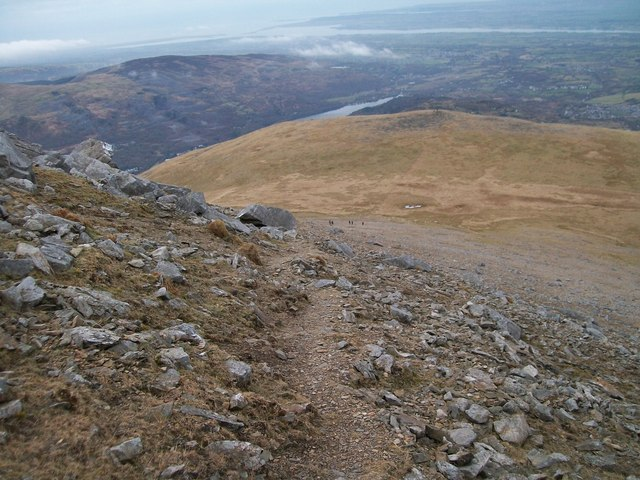 The descent from the summit ridge of Elidir Fawr to the summit plateau of Elidir Fach