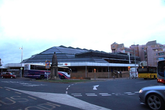 The approach to Reading Station