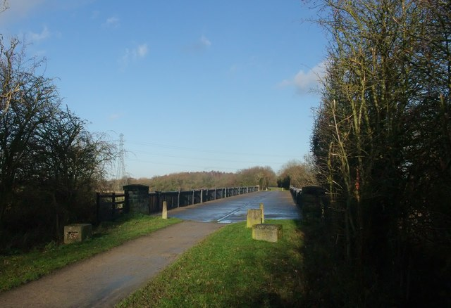Former Midland Railway bridge crossing the Trent