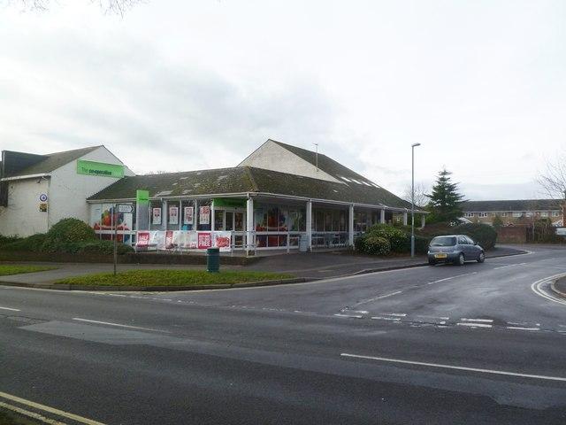 Corfe Mullen, supermarket