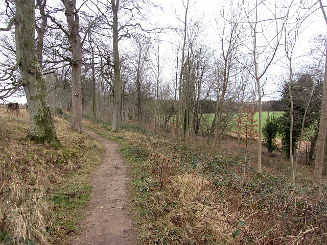 Path between Ormiston and Pencaitland