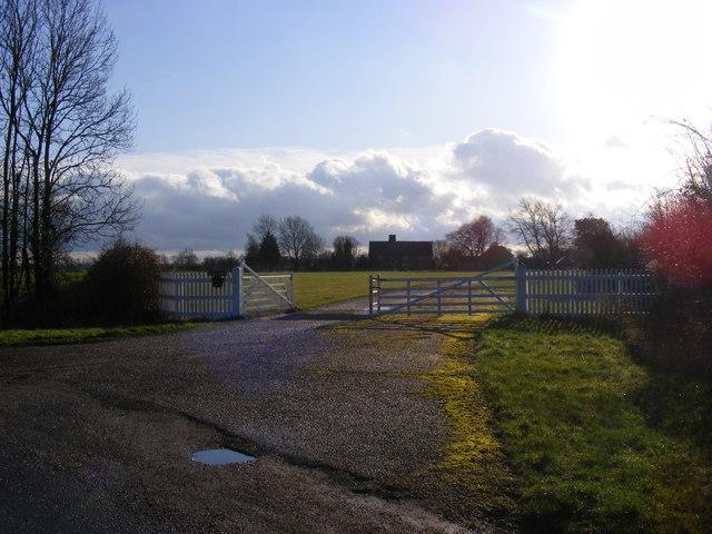 Footpath to Stradbroke Road & entrance to Moat Farm